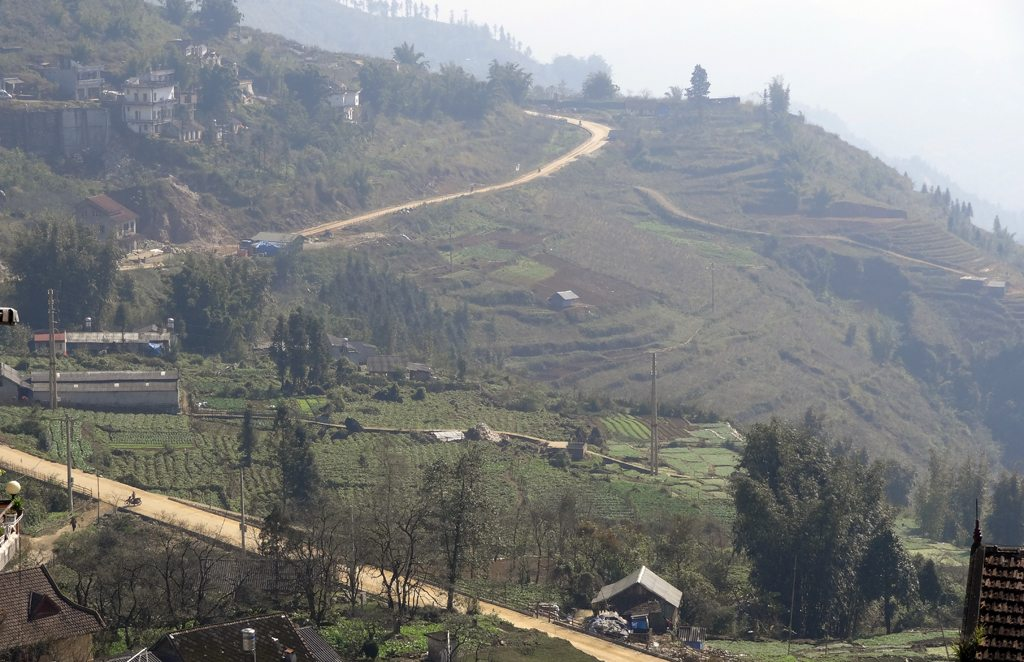 Road Coming in to Sapa