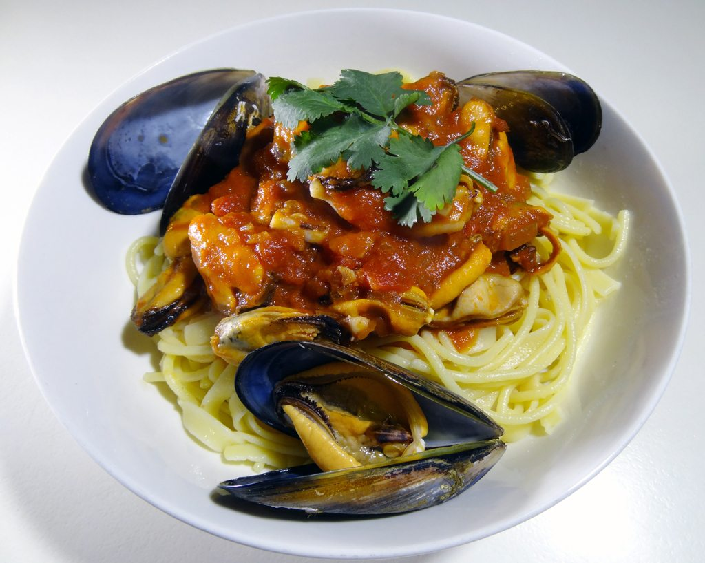 Portarlington Mussels in Garlicky Tomato Sauce