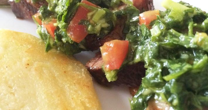 Carne Asada Sobre Arepas